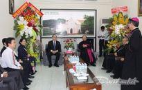 BẢN TIN MẶT TRẬN: Chủ tịch Nguyễn Thiện Nhân chúc mừng Hội đồng Giám mục VN