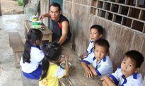 Thầy giáo bám rừng, nuôi học trò nghèo