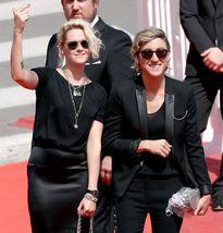 Kristen Stewart không xấu hổ vì là người lưỡng tính