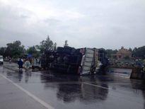 Quảng Bình: Người dân giúp tài xế bảo vệ tài sản sau tai nạn