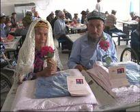 1 năm ròng theo đuổi, cuối cùng chú rể 71 tuổi cũng cưới được cô dâu 114 tuổi