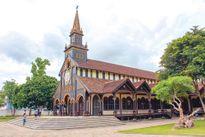 Khám phá nhà thờ trăm tuổi Kon Tum