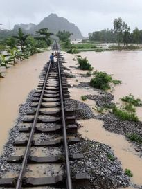 Mưa, lũ, lốc xoáy gây thiệt hại nặng nề ở miền Trung