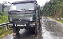 Nghệ An: Xe tải vỡ lốc máy khiến xe máy cháy trơ khung