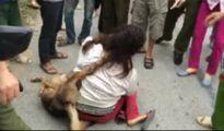 Một phụ nữ nghi trộm chó bị đám đông đòi 'xử'