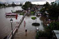 TP.HCM: Mưa cực lớn kết hợp đỉnh triều cường, nước ồ ạt vào nhà dân