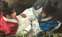 Sao Hàn 18/10: Yoo Jung gác chân lên đùi Bo Gum, IU tình cảm với Jun Ki