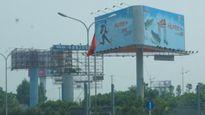 Khẩn trương xử lý vi phạm trong xây dựng bảng quảng cáo tấm lớn trên địa bàn huyện Thạch Thất