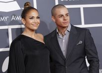 Jennifer Lopez chia tay tình trẻ vì bị phản bội