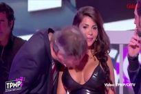 Vũ nữ sốc vì bị hôn ngực trên truyền hình trực tiếp