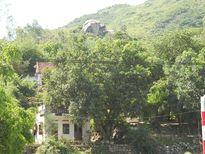 Gần 100 hộ dân sống chênh vênh bên sườn núi