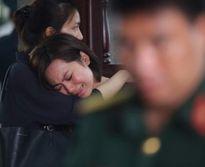 Nghẹn ngào khi người thân khóc nấc tiễn biệt 3 phi công hy sinh