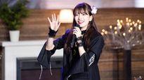 Suzy chi hơn nửa tỷ tặng fan toàn đồ hiệu