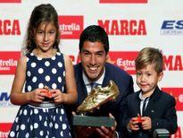 Luis Suarez 'lượm' chiếc giày vàng châu Âu thứ hai