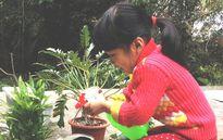 Bí quyết dạy con gái 4 tuổi hào hứng làm việc nhà