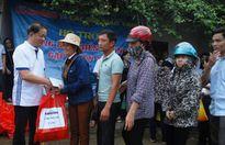 Chuyến hàng cứu trợ của báo Lao động Thủ đô đến tay bà con vùng lũ