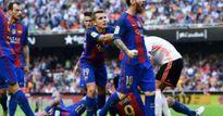 Trả đũa cho đồng đội, Messi văng tục với CĐV đối phương