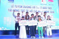 Tuyên dương và trao bảo trợ cho 10 tài năng trẻ