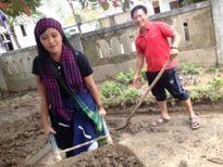 Bạn bè xót thương nữ tình nguyện viên tử nạn khi giúp dân vùng lũ