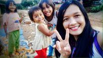 Những hình ảnh đẹp của nữ tình nguyện viên tử nạn khi giúp dân vùng lũ