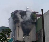 Nhà đang sửa chữa bất ngờ bốc cháy, người dân hoảng loạn