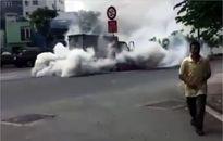 Xe tải bốc khói ngùn ngụt trên đại lộ Phạm Văn Đồng