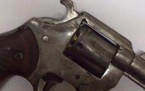 Bắt đối tượng mang súng có 6 viên đạn đã lên nòng
