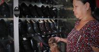 Có một tiệm 'đo ni đóng giày' nổi tiếng còn sót lại giữa phố Sài Gòn