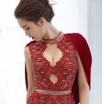 Cận cảnh chiếc váy xẻ ngực 2.000 USD của Ngọc Trinh