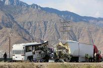 Xe buýt đâm xe container ở Mỹ, 44 người thương vong