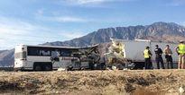 Xe bus đâm xe container ở Mỹ, 13 người chết