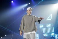Justin Bieber quăng micro, bỏ đi khi đang biểu diễn