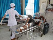 Lại một vụ tai nạn giao thông kinh hoàng ở Cam Ranh, tài xế chết kẹt trong cabin