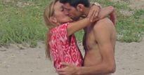 Djokovic bị bắt gặp trao nụ hôn nồng cháy bên bãi biển