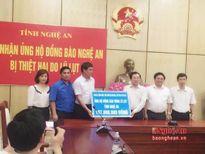 Bộ VHTT&DL trao hơn 100 triệu đồng ủng hộ đồng bào lũ lụt ở Nghệ An