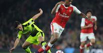 Oezil có đối thủ mới tại Arsenal