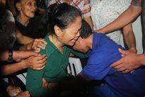 Cảm động: Mẹ ngồi xe lăn, hạnh phúc ôm con trở về từ tay cướp biển Somalia