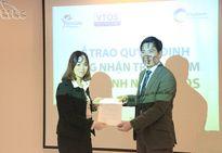 Trao chứng nhận Trung tâm thẩm định nghề VTOS cho Trung tâm đào tạo CHM