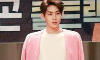 Idol nam Kpop gây sốt với bờ vai 'Thái Bình Dương'