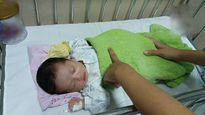Thương tâm: Bé gái xinh xắn bị mẹ bỏ rơi sau khi sinh tại Bệnh viện