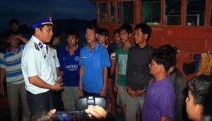 Cứu hộ an toàn tàu cá và 15 ngư dân gặp nạn trên biển