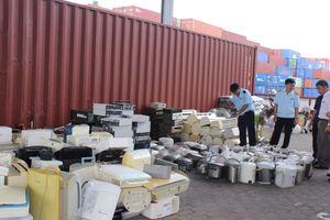 Phát hiện 1 container hàng cấm nhập khẩu