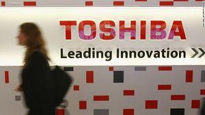 Toshiba tiếp tục lao dốc sau bê bối tài chính