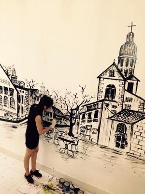 Nữ sinh Trà Vinh vẽ tranh tường thu hút người xem