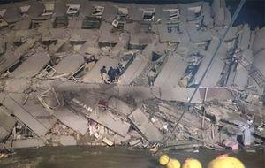 Động đất rung chuyển Đài Loan, nhiều tòa nhà bị sập