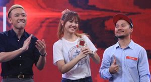 30 Tết, Trấn Thành bất ngờ đăng video tiết lộ chuyện yêu Hari Won