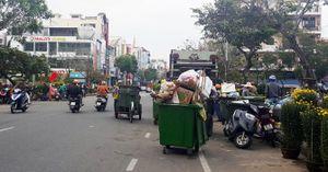"""Đà Nẵng: Mỗi công nhân môi trường """"gánh"""" 13,5 tấn rác dịp Tết"""