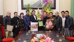 CLB Bóng đá Phóng viên Việt Nam chúc Tết ông Đinh La Thăng