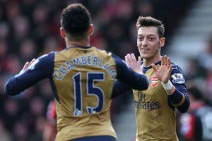 """Kết quả, BXH: M.U bị """"cưa điểm"""", Arsenal, Real, Barca thắng trận"""