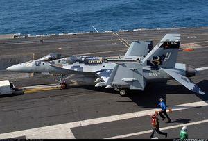 Nhờ F-35C, tiêm kích hạm F/A-18E/F sống tới năm 2035